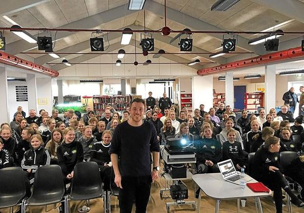 Løbetræner Peter Liljensten, København, var hentet til Thy for at inspirere fodboldpigerne til at fokusere på deres løb. Privatfoto Foto: Ole Iversen Ole Iversen