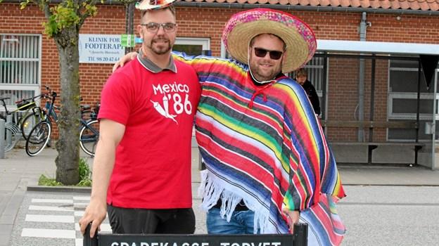 To mexicanere med hvert deres budskab. Foto: Flemming Dahl Jensen Flemming Dahl Jensen