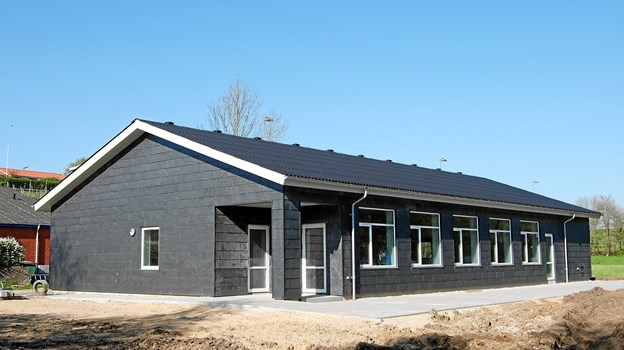 Det nye aktivitetshus i Handest, som indvies lørdag 25. maj, afløser et gammelt klubhus, som var i sørgelig forfatning. Privatfoto