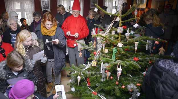 Det kan være en god ide at træne med børnene, inden der synges rundt om juletræet. Arkivfoto Claus Søndberg