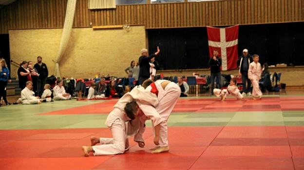 Så er en af de mange kampe startet. Foto: Flemming Dahl Jensen