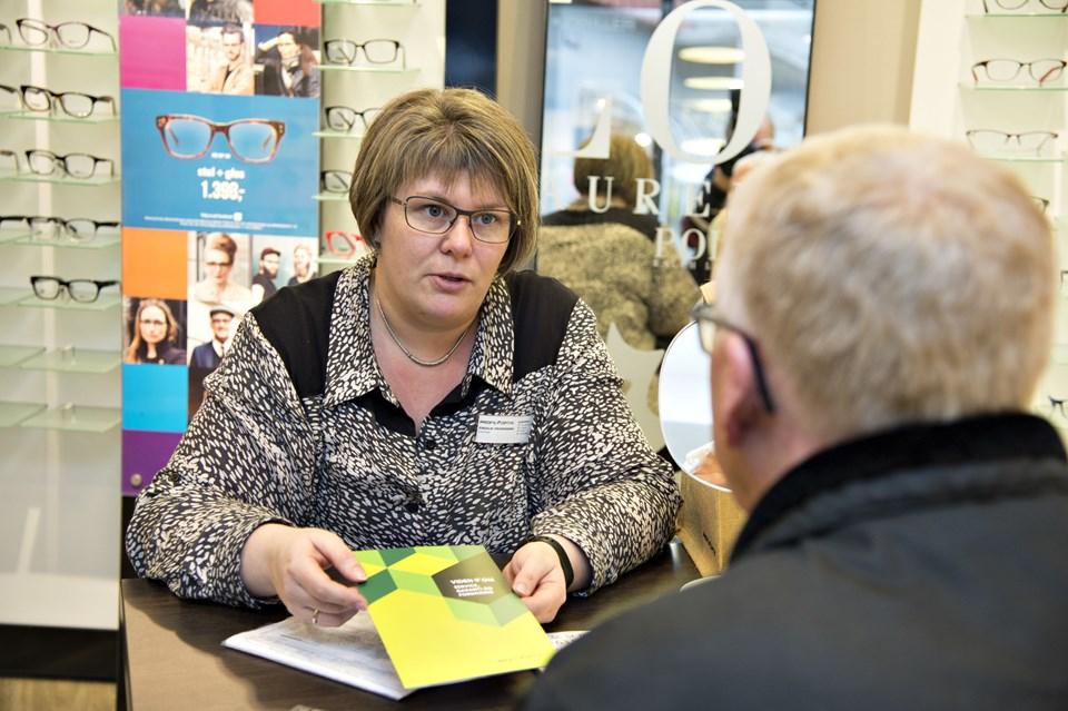 36de89184bfb Optiker Cecilie Pedersen har serviceret kunderne i Profil Optik i ti år.  Foto  Kurt Bering