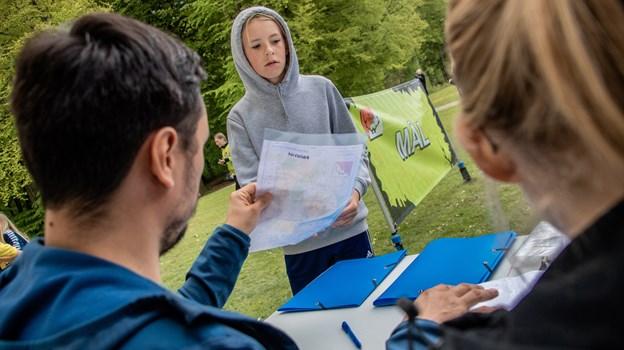 Ved ankomsten til målfeltet blev det kontrolleret, om nogle elever havde overskredet tidsgrænsen på en halv time for at gennemføre orienteringsløbet. Martin Damgård