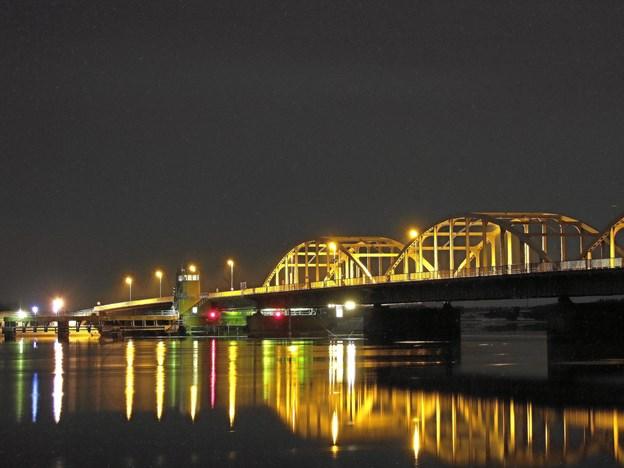 Oddesundvej syd for Oddesundbroen på hovedvej 11 bliver spærret i begge retninger ved Humlum natten til søndag. Arkivfoto: Hans B. Henriksen