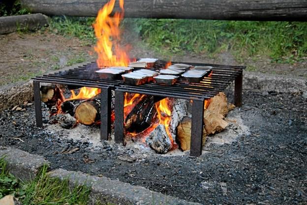 Middagsmaden er på bålet. Flemming Dahl Jensen