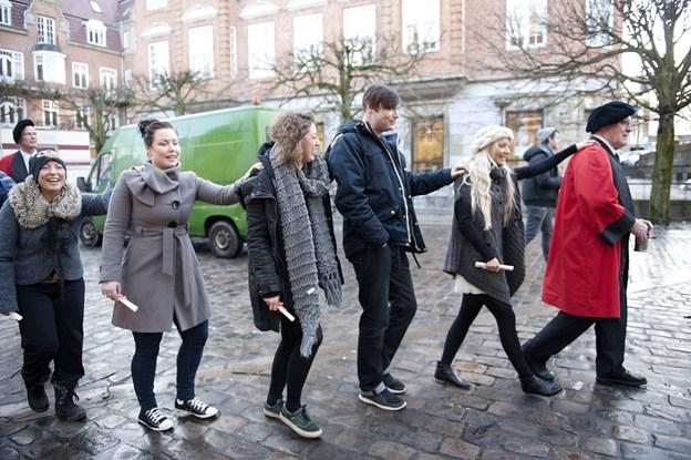 Om føje tid er det også Mette Frederiksens tur til at blive optaget i Christian den Fjerdes Laug, og det er også ensbetydende med den traditionelle gåtur sammen med lavs-brødrene. Arkivfoto: Grete Dahl