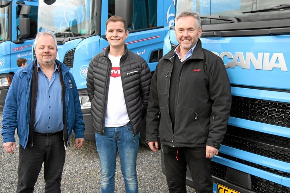 Ejer Niels Erik Pedersen, sønnen Martin og Niels Erik Pedersen fra bilfirmaet Skandia. Foto: Flemming Dahl Jensen