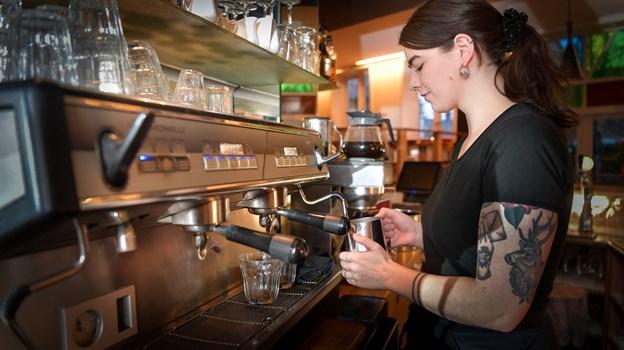 Man kan selvfølgelig også nyde en kop kaffe på cafeen. Foto: Claus Søndberg