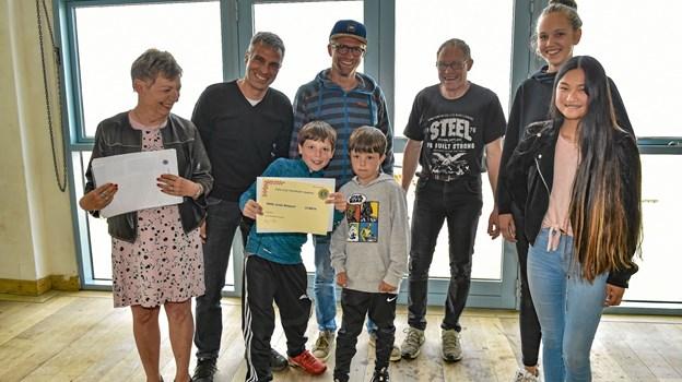 Børnene i surfforeningen NASA modtog 13.000 kroner. Foto: Ole Iversen Ole Iversen