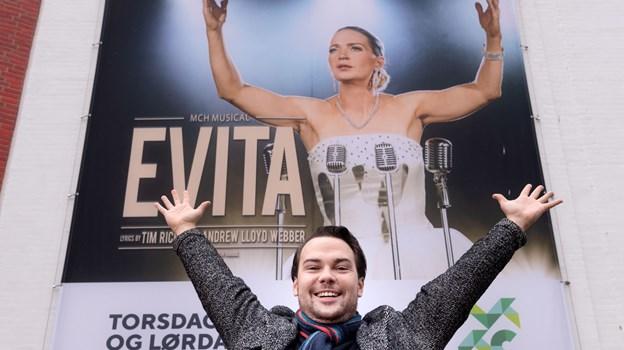 Det er første gang, Jonas Østergaard spiller med i et historisk stykke - det giver Evita en ekstra dimension, synes han. Foto: Torben Hansen