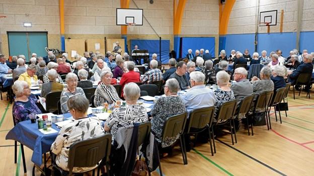"""Det er 4. gang, at der er """"Danmark Spiser Sammen"""" i Sindal. I år deltog 118 i det store arrangement i Sindal Hallerne.?Foto: Niels Helver Niels Helver"""