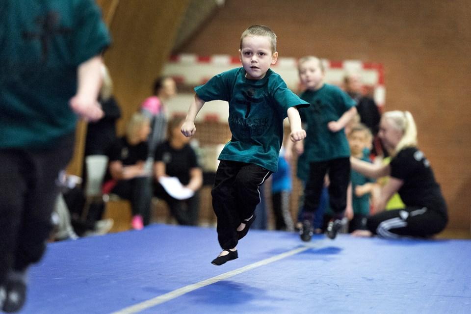 Små og store gymnaster viser lørdag i Båndbyhallen hvad de har lært i vinterens løb. Arkivfoto: Torben Hansen