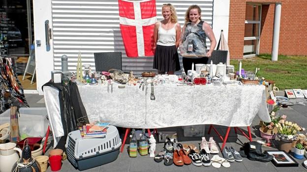 Sarah og Liza Weidick blev kåret med deres bod som Årets Loppebod grundet den store alsidighed. Foto: Niels Helver Niels Helver