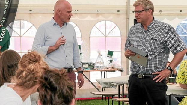Formand for Sindal Handel Carsten Winther Jensen og borgmester Arne Boelt, bød velkommen til de mange gæster. Foto: Peter Jørgensen Peter Jørgensen