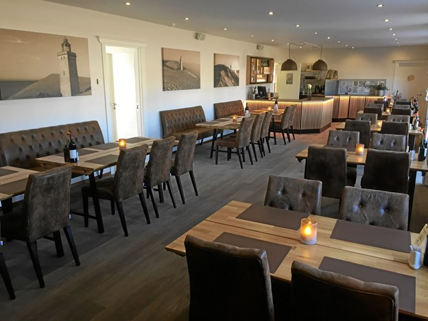 Kroens restaurant er smagfuld indrettet - nutiden går hånd i hånd med respekt for kro-ånden. Privatfoto
