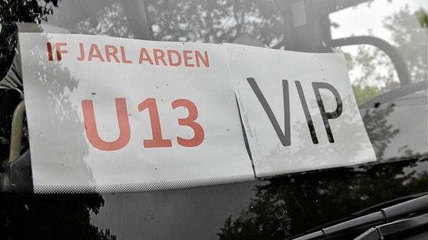 IF Jarl Arden og Jarls venner havde sponsoreret en bus, der sikrede, at pigerne blev kørt til finalen med stil. Foto: Jesper Bøss Jesper Bøss