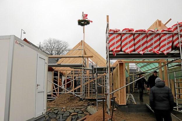Der er stadig meget arbejde at udføre for de cirka 30 frivillige der arbejder på klubhusprojektet. Foto: Tommy Thomsen Tommy Thomsen