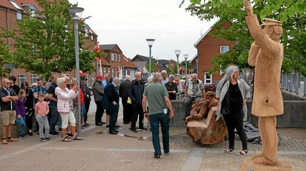 Afsløringen havde lokket mange til. Foto: Jesper Bøss Jesper Bøss