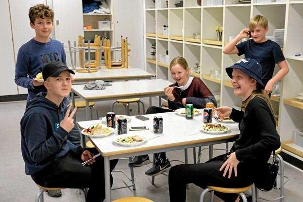 Køkkenholdet tager sig et tiltrængt hvil. Foto: Niels Helver Niels Helver