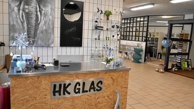 I de nye omgivelser har HK Glas godt 400 kvadratmeter til rådighed til værksted, produktion, udstilling og salg af glaskunst, samt lokaler til kurser. Foto: Jesper Bøss Jesper Bøss