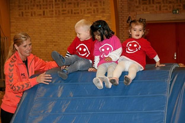 Børnene hyggede sig med de mange redskaber. Foto: Flemming Dahl Jensen Flemming Dahl Jensen