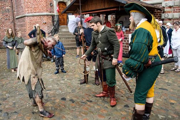 Tiden skrues 500 år tilbage på Voergaard Slot. Arkivfoto: Peter Broen
