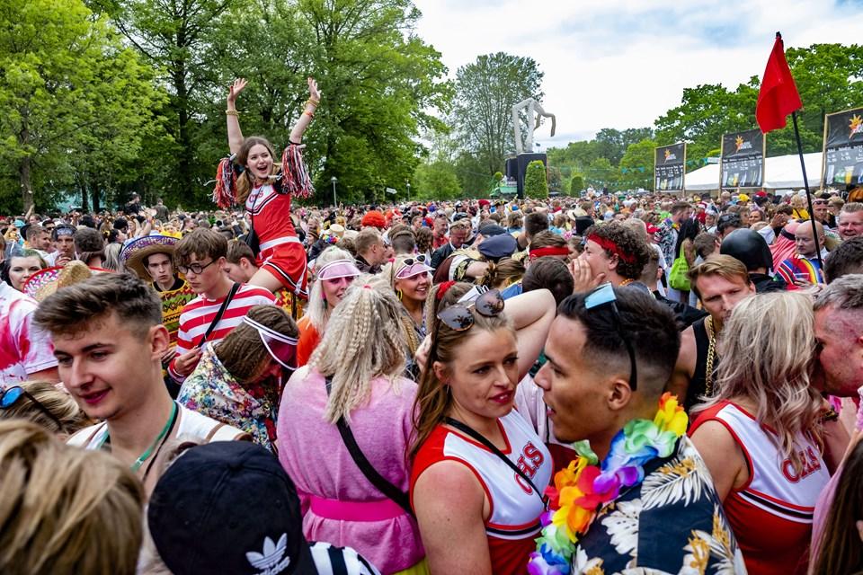 Mennesker alle steder! Med en fantastisk stemning og tørvejr, satte karnevalet endnu engang rekord. Foto: Lasse Sand