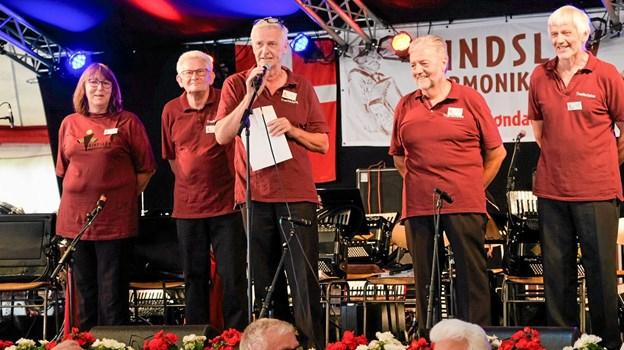 Formanden for træffet Finn Nymann byder velkommen til det måske sidste harmonikatræf. Foto: Niels Helver