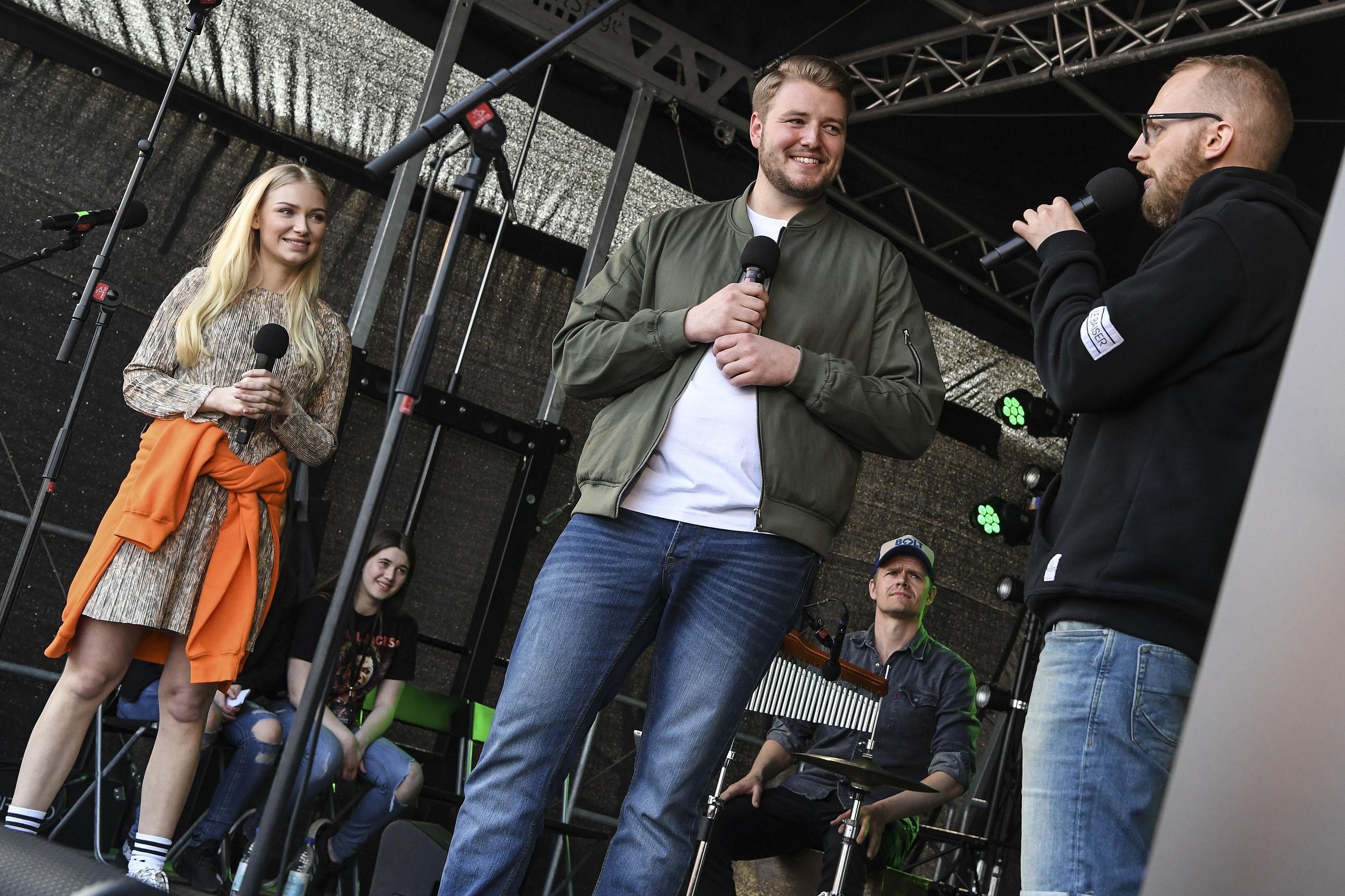 Her ses et billede fra sidste års koncert, hvor Morgenkøterne Kirstine Richter og Johnni Gade interviewer Rasmus på scenen. Arkivfoto: Bent Bach