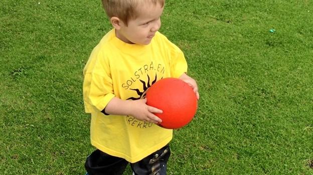 Kan du gribe min røde bold måske? Privatfoto