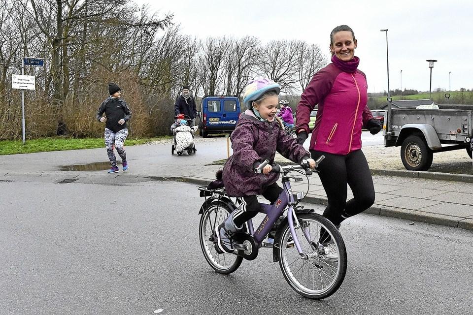 Har man små ben og gerne vil følges med mor, så er cyklen god.Foto: Ole Iversen Ole Iversen