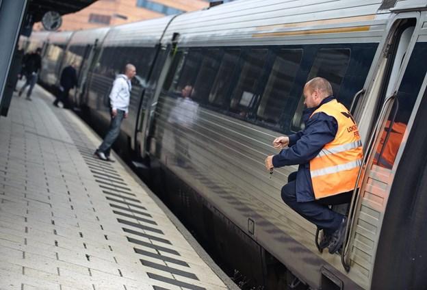 DSB er blevet bedt om at indskrænke trafikken, mens Banedanmark arbejder, og har valgt at prioritere IC-togene i stedet for lyntogene. Arkivfoto: Martin Damgård