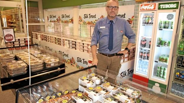Uddeler Flemming Dalgaard står i det område i Super Brugsen, hvor bagerbutikken etableres. Foto: Jørgen Ingvardsen