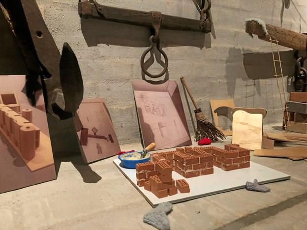 Nisser fra hele verden er flyttet ind på Vesthimmerlands Museum, og i år er en ny byggelysten nisse kommet til. Privatfoto