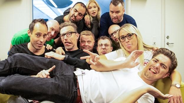 Her er det nye hold bag Farlig Fredag. Det består af radioværter fra ANR og Radio NORDJYSKE. Foto: Teis Markfoged