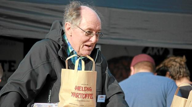 Bruno Sørensen solgte mange kartofler fra den store og farverige kartoffelbod.