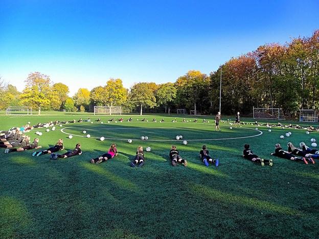 Hver dag var der træning på Eintracht Braunschweigs baner, som Thypigerne havde fået lov at benytte.Privatfoto: Bent Andersen