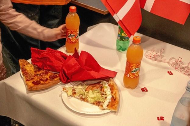Pizza og sodavand udgjorde dagens fødselsdagsmenu i Hobro Børne & Ungdomsfilmklub. Privatfoto