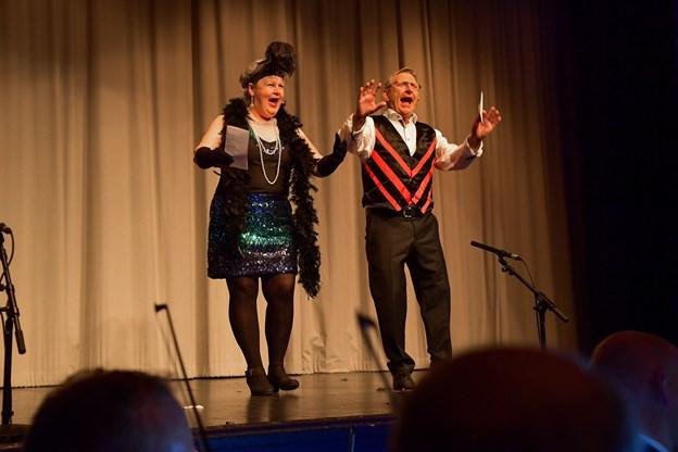 Aftenens cabaret var udsolgt - her Yvonne Hansen og Ernest Petersen.Foto: Hans Ravn