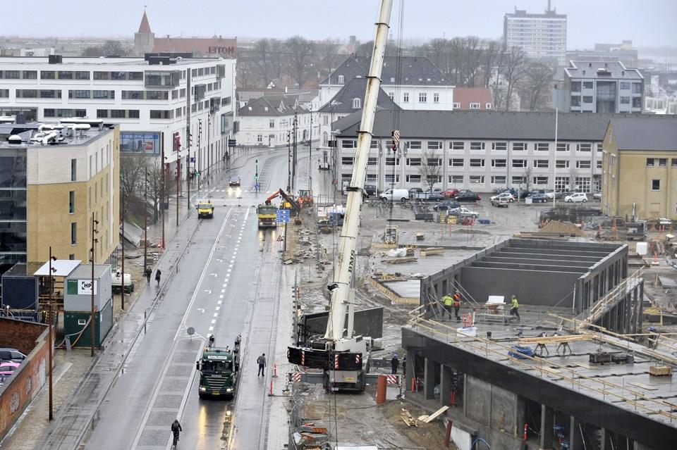 Nyhavnsgade er stille på strækningen fra Rendsburggade til Karolinelundsvej.