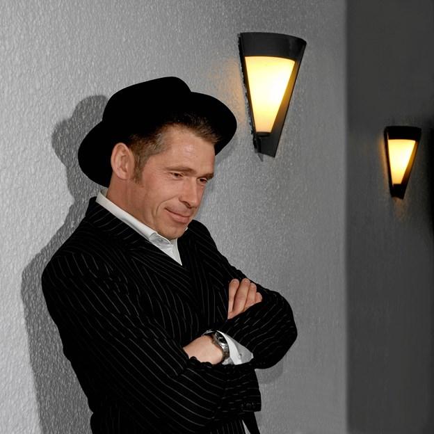 Karsten Holm - gæsteoptræder onsdag 6. marts i Sem Aftenhøjskole med et sangforedrag om Giro 413.  PR-foto
