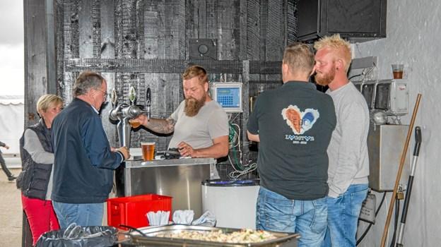 Der var mulighed for at bestille mad fra Løgstør Kød Engros, som blev serveret inden koncerten. Foto: Mogens Lynge Mogens Lynge