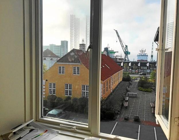 Der er et godt kig til havnen