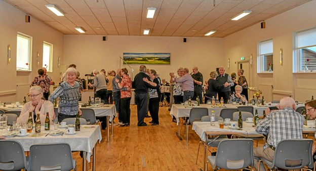 50 var mødt op i Salling Forsamlingshus til den sidste danseaften inden sommerferien. Foto: Mogens Lynge
