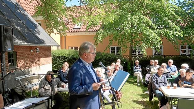 Borgmester Mogens Chr. Gade roste handelsstandsforeningen for valget af »Bryggerbyen Fjerritslev« som byens nye profil, der falder godt i tråd med en autentisk historie om en flot bevaret landbryggeri. Foto: Ejgil Bodilsen