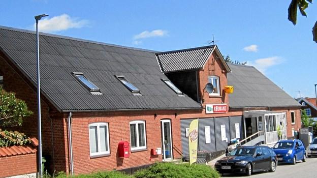 Svigtende omsætning har i årevis truet købmandsbutikken i Rørbæk. Rammerne for butikken er den lukkede brugs på Skovmosevej, der med udgangen af 2011 stoppede efter 118 års virke.