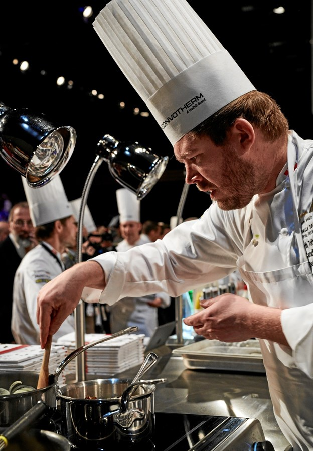 Kenneth Toft-Hansen var dybt koncentreret under konkurrencen. Foto: Bocuse d'Or Team DK