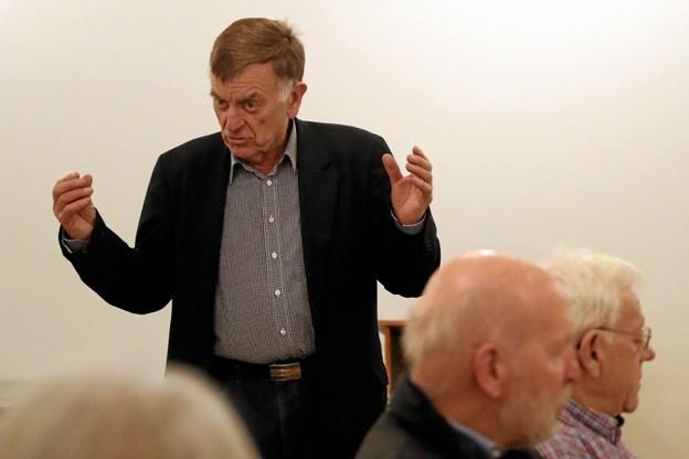 Tidligere direktør for ældre- og handicapforvaltningen i Aalborg Kommune, Niels Tikjøb Olsen lagde onsdag aften vejen forbi Ladegården i Hals. Foto: Allan Mortensen
