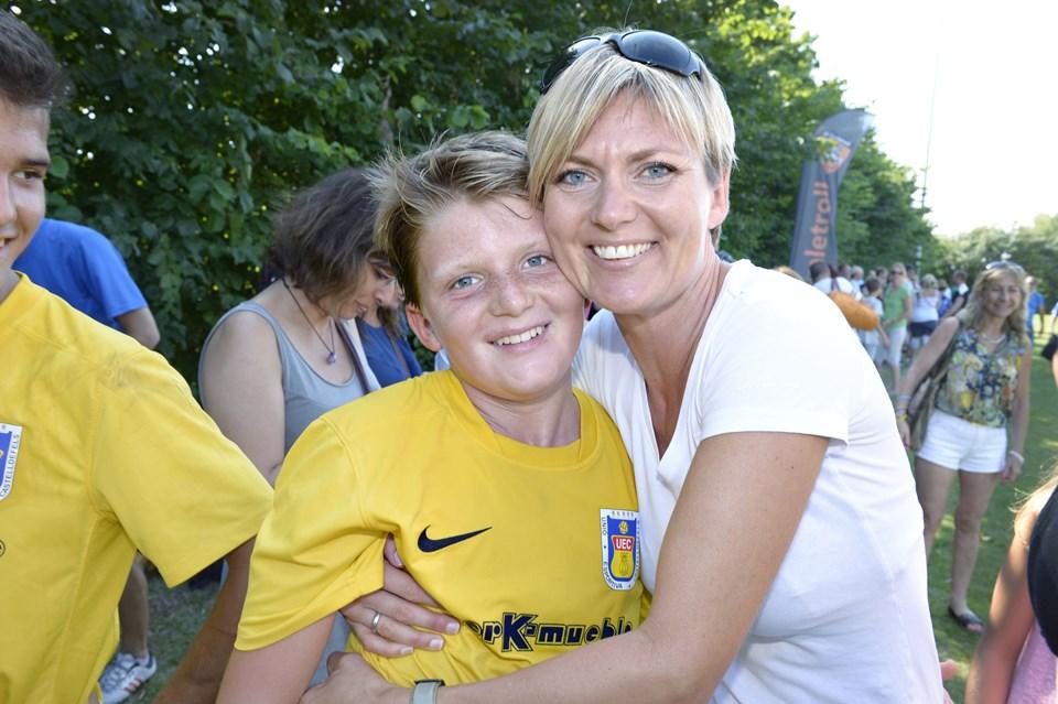 Bettina Søegaard flyttede til Barcelona for 10 år siden, nu er hun tilbage med sin søn, der spiller med sit spanske fodboldhold til Dana Cup. Foto: Bente Poder