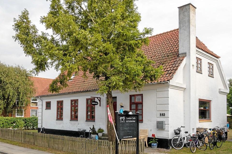 Ildsjælene bag Lørslev Café og Kulturhus har tidligere modtaget priser for deres initiativ med denne tidligere skolebygning. Nu søger de støtte fra Realdania kampagnen Underværker til blandt andet at udnytte loftsetage til mødelokale. Arkivfoto: Niels Helver